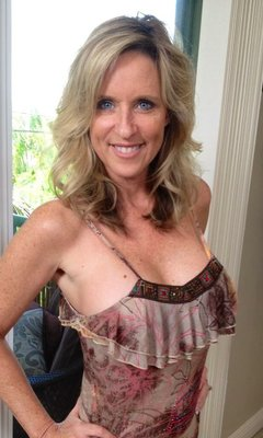 Blonde mature lady Jodie Stacks is demonstrating an perfect body  1465789