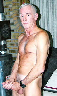 Selfshot nude bent over