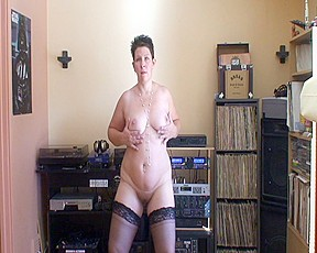 Mature babe with a fat ass dancing on her webcam