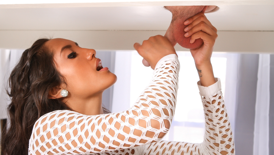 Chloe amour milking table
