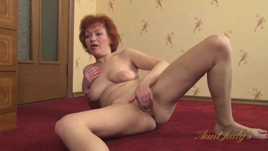 aunt julia tube