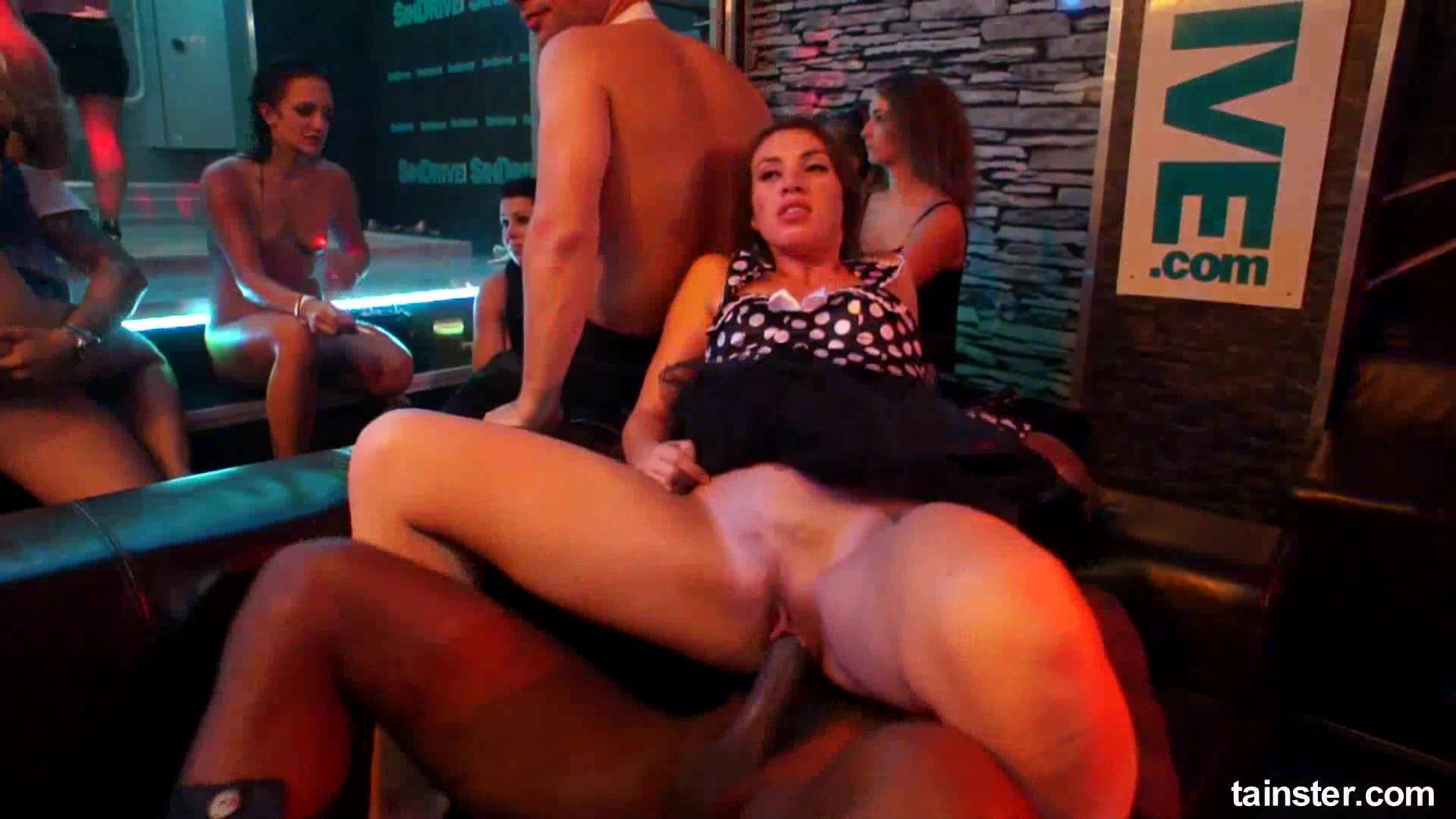 Club pornstars gets muffs licked and pounded