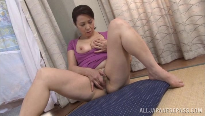 Yuuko Kuremachi Naughty Asian Mature Enjoys Masturbation -8014