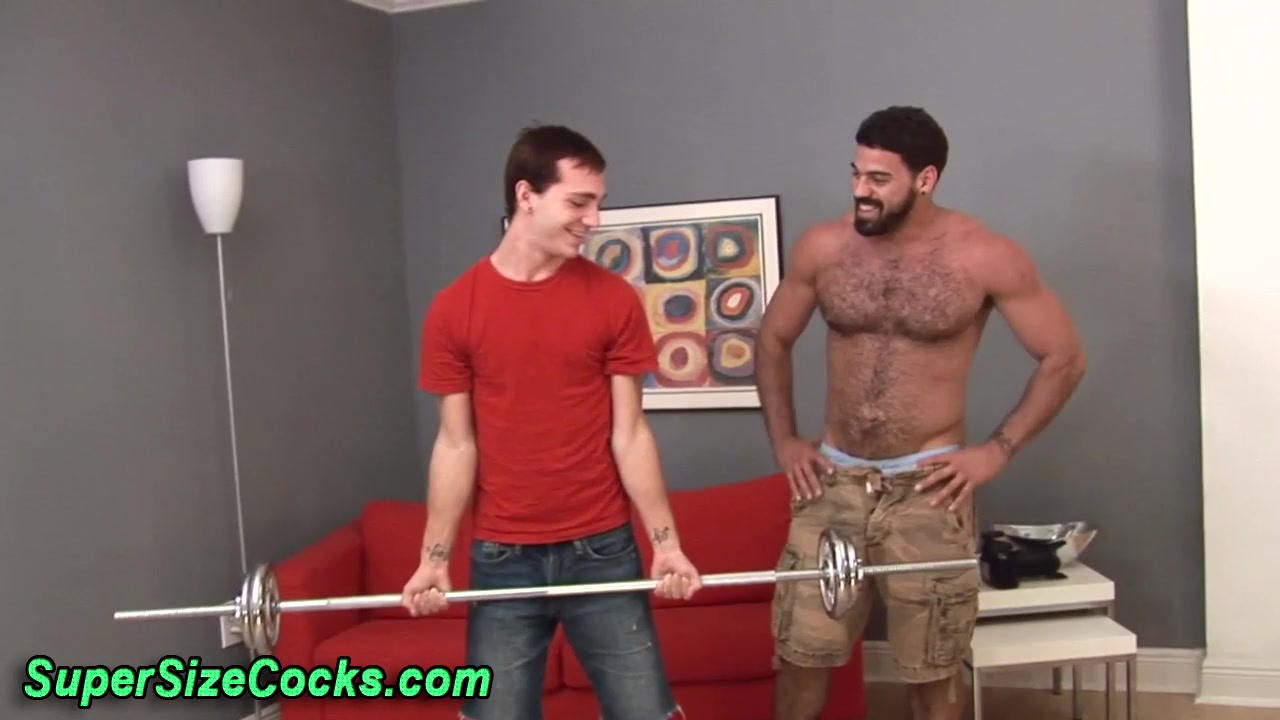 Bear dude gets sucked by twink