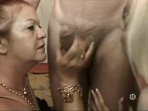 hot hot chick with a hairy pussy does anal sex