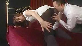 『社長…ヤメて下さい…』すらりと伸びる美脚に黒タイツの美人秘書が社長に迫られ犯されちゃう!股間穴開けチ〇ポ挿入に身悶える