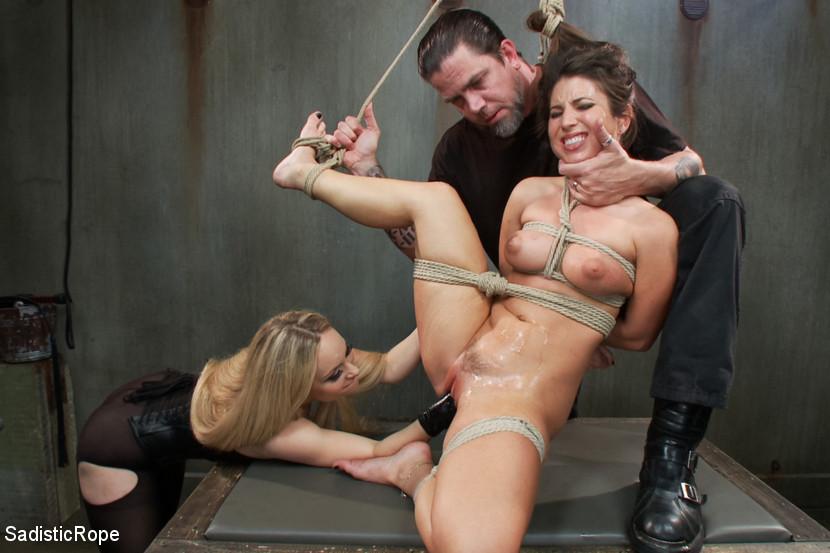 porno-bdsm-fisting-russkaya-parochka-v-kresle