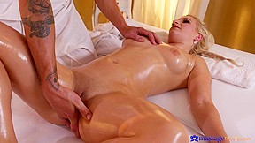 Marilyn first orgasm squirts