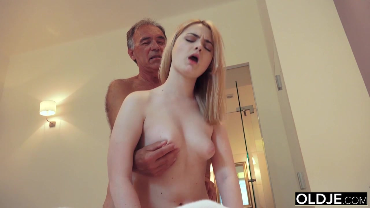 18 yo girl kissing and fucks her step dad in his bedroom 7