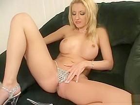 Huge dick pussy creampie
