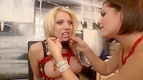 Eyaculacion en un strapon lesbian