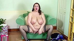 Mature woman masturbating to incredible orgasm