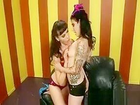 Online lesbian porn games