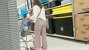 Mature women up skirt