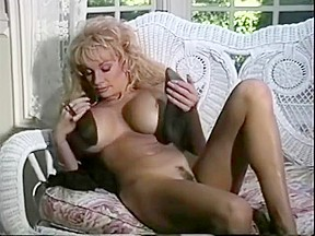 Girls 69 licking pussy vertically