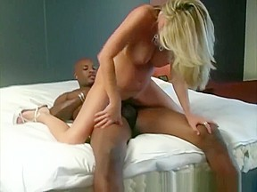 A girl get creampie by solo