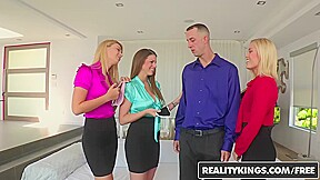 Girls in threesome free video galleries