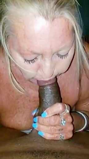Super sexy latina blow job