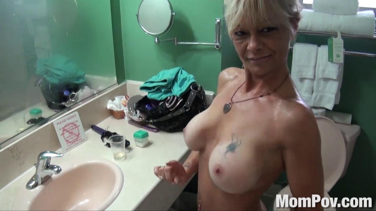 Mompov Porn Videos