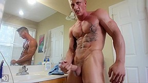 Incredibly Hot Muscle Stud Cums