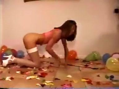Over 800 ballons burst
