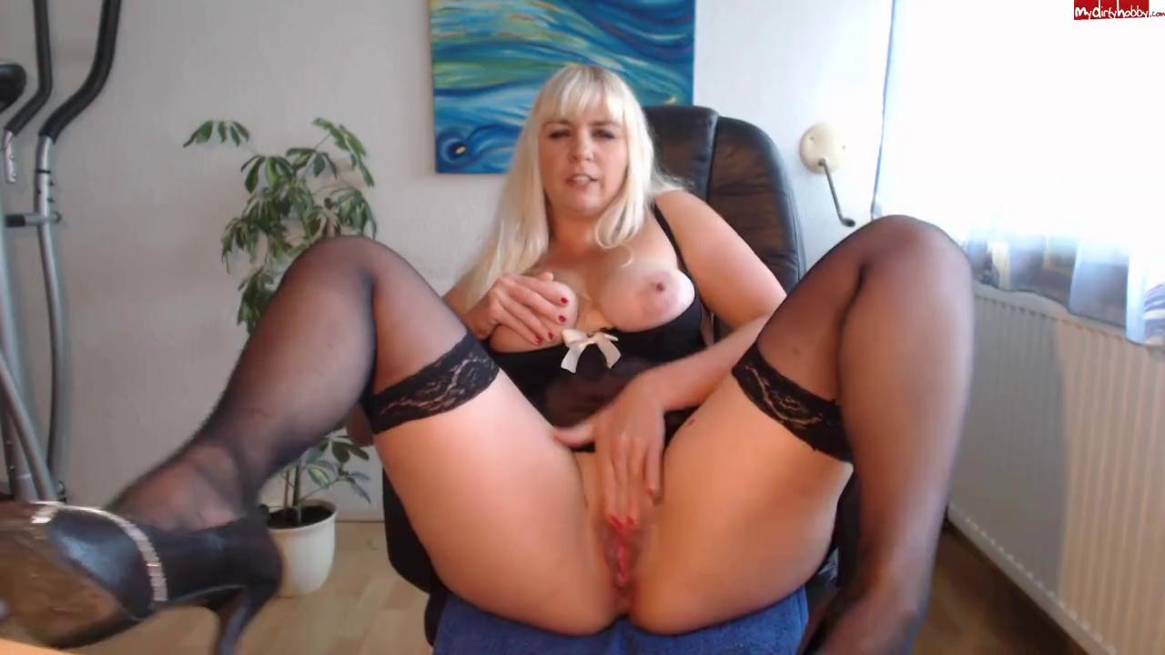 breasty blond mastrunate