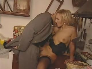 Tutti i cazzi per Mary - Full Italian Movie Scene S88