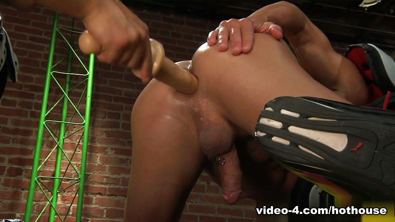 Alexander Gustavo & Dustin Tyler in Play Hard Video
