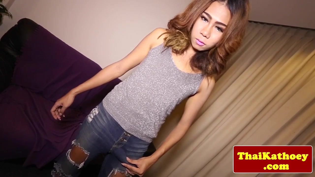 Posing asian transsexual amateur up close