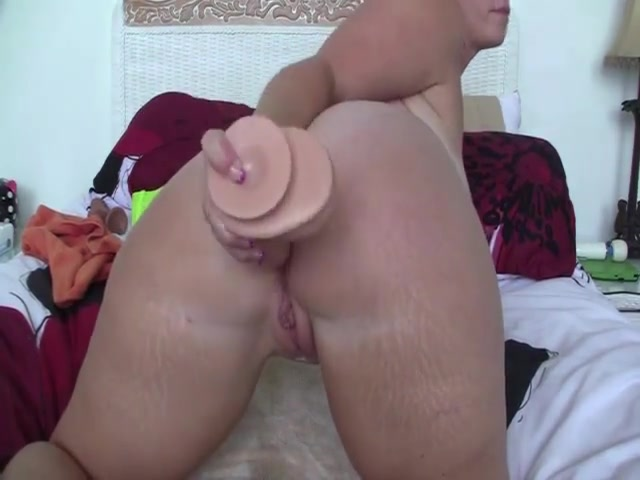Dildoing big ass hole