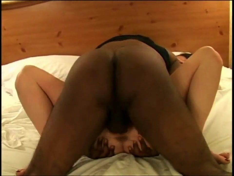 Ehestute wird vom Blacklover besamt während cuck filmt