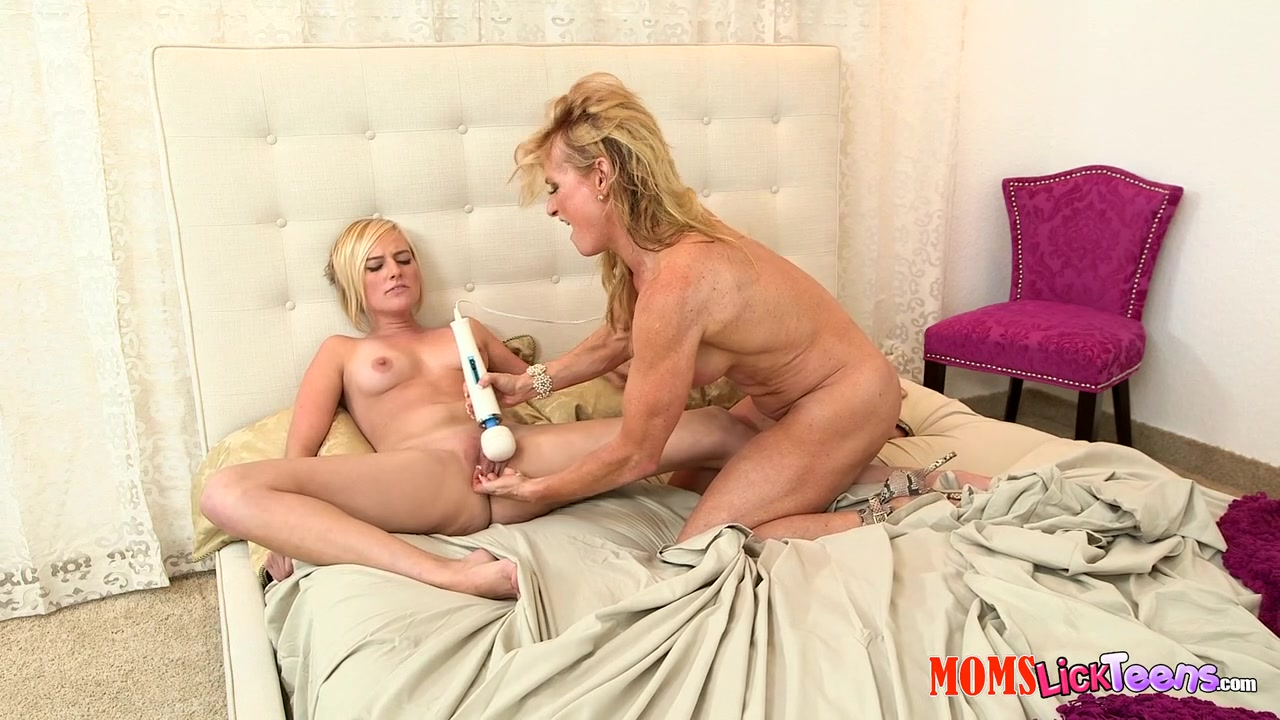 Kate England & Amanda Verhooks in Ripe love - MomsLickTeens