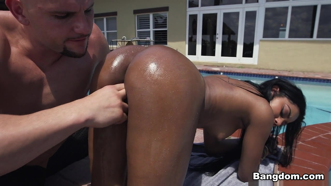 Aaliyah Grey in Aaliyah Grey shakes that ass on a raw cock - AssParade