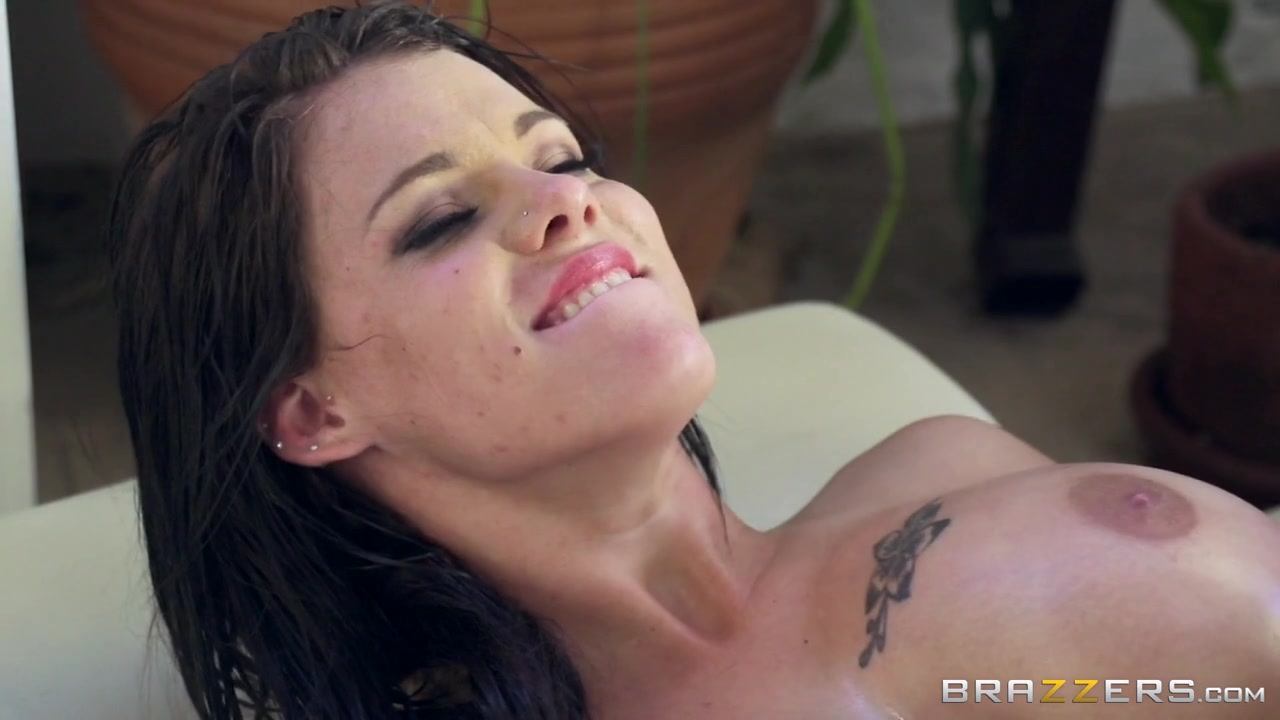 Peta Jensen & Keiran Lee in Massaging Peta - Brazzers
