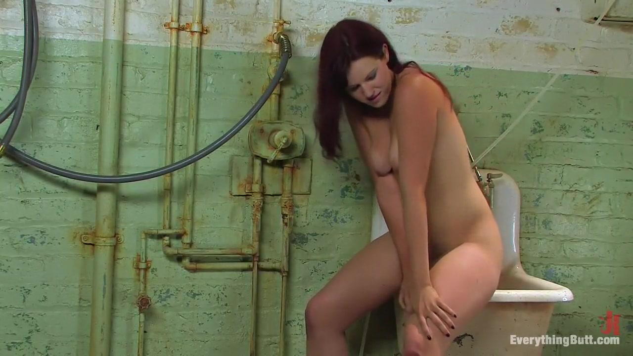 Amateur Anal Audition: Kaydence Katchings administers her own enema