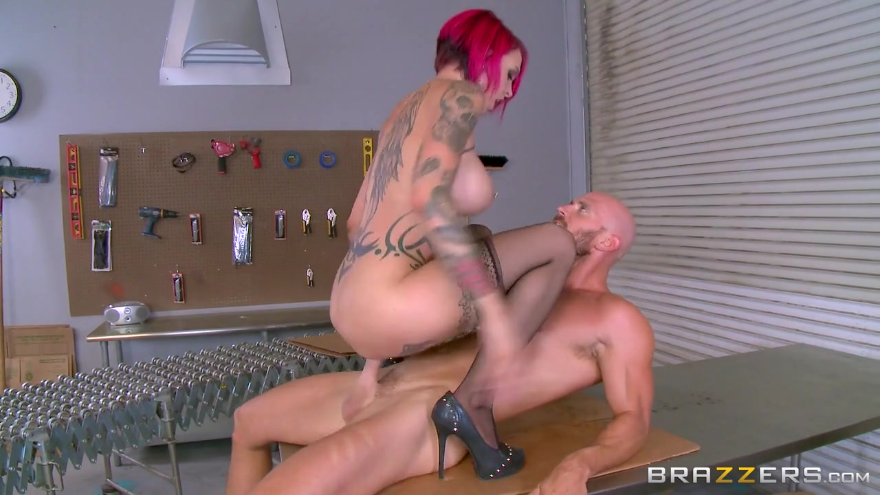 Anna Bell Peaks & Johnny Sins in This Warehouse is a Whorehouse - Brazzers