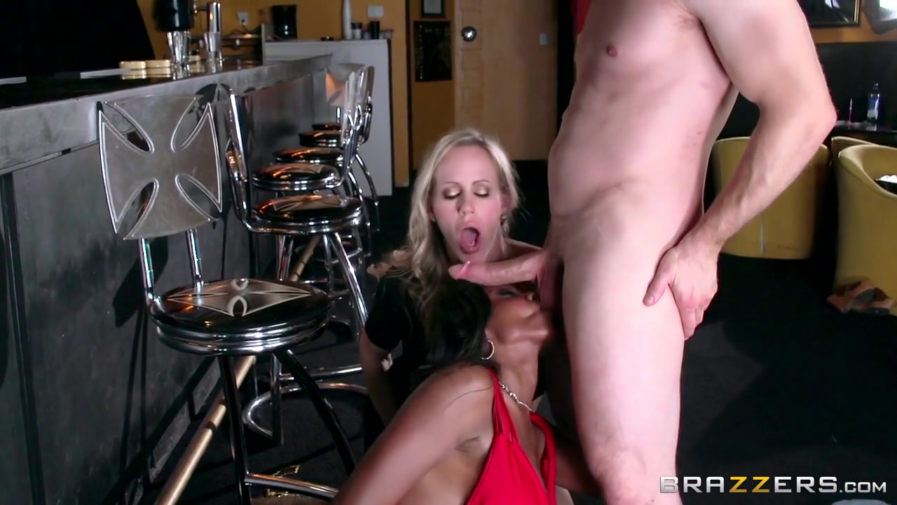 Diamond Jackson & Simone Sonay & Bill Bailey in Aching For Anal - Brazzers