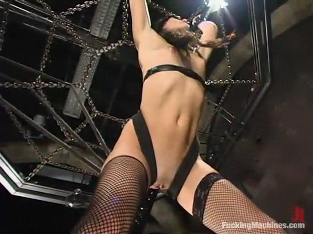 Alexis Duval in Fuckingmachines Video