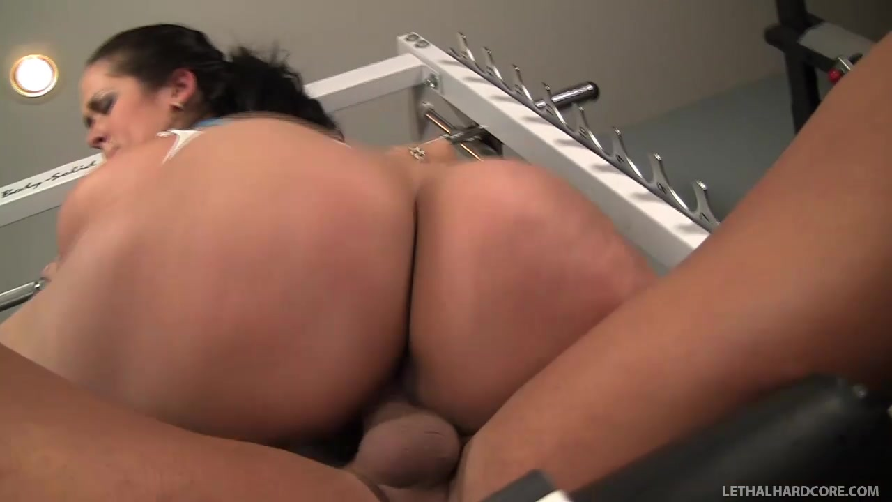 Hot Chunker Carmella Bing Railed Hard In The Gym