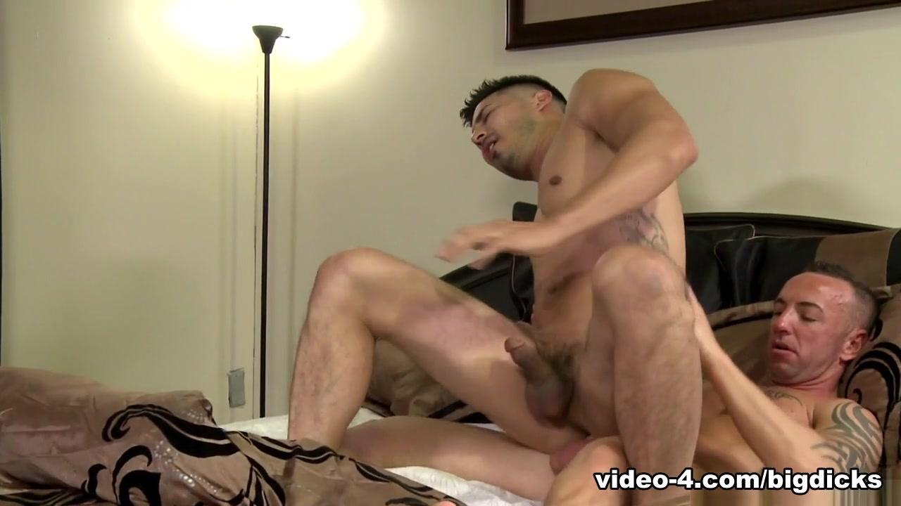 Hunter Vance & Matt Hart in Pre-Workout Sex Video - ExtraBigDicks