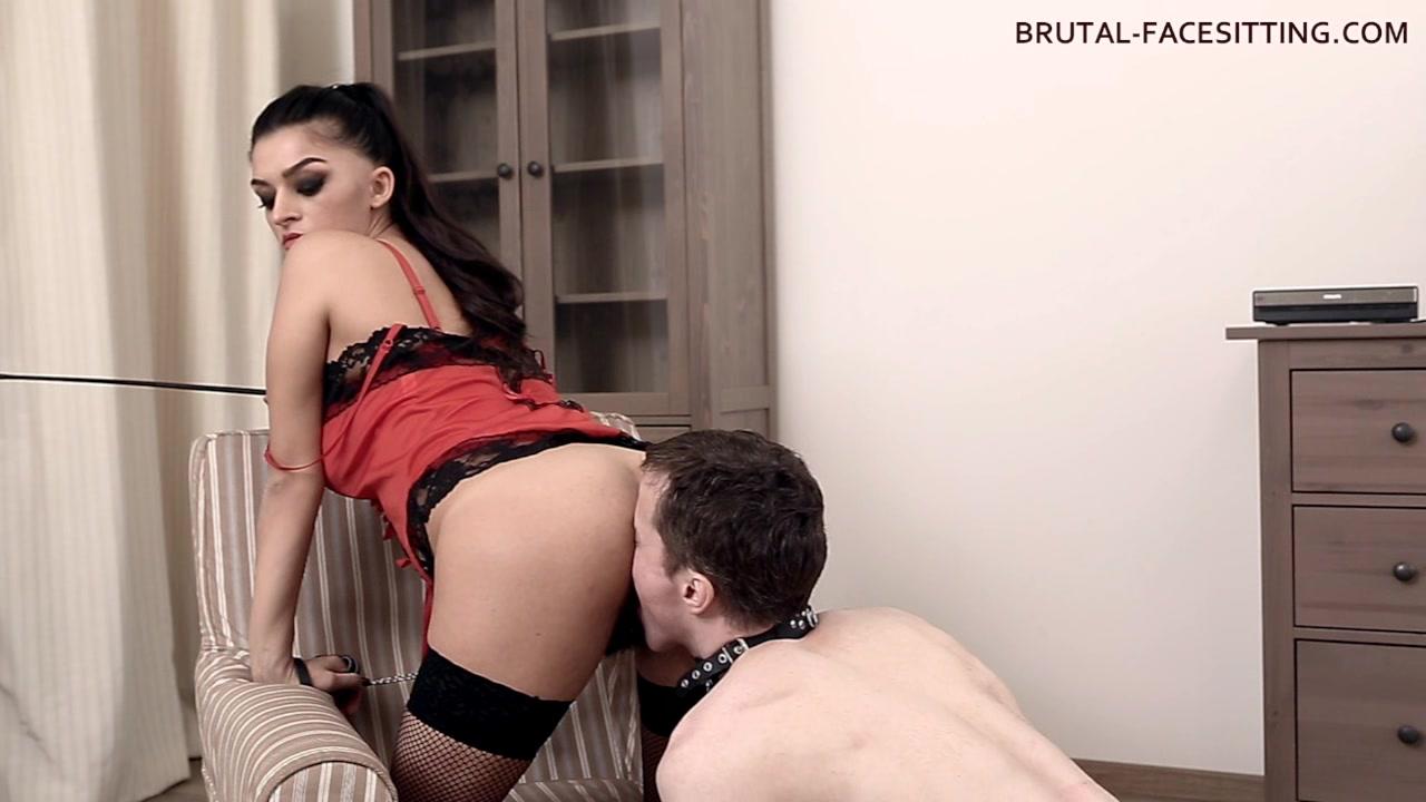 Brutal-FaceSitting Video: Latoya