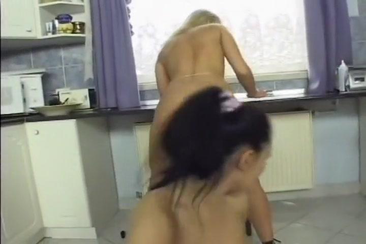 Lesbians Alexa And Valentina Get It On
