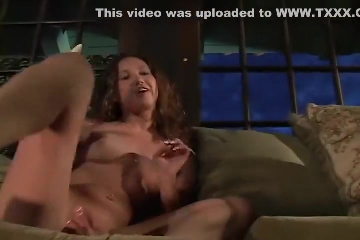 Amber Simpson Puts On A Solo Wank Show