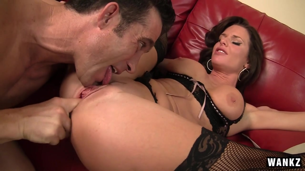 Veronica Avluv & Billy Glide in Sexy Older Woman Convinces Sexy Stud To Pound Her Pussy - SexyCougars