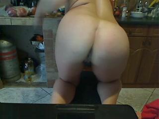 Mature BBW fingers her twat on a webcam
