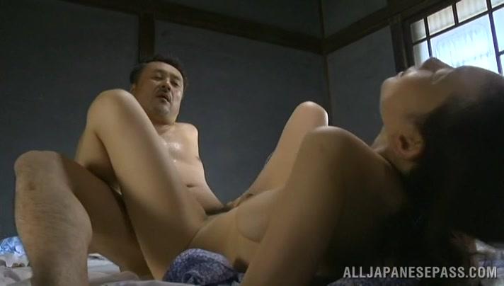 Mature Japanese chick enjoys mutual oral pleasuring