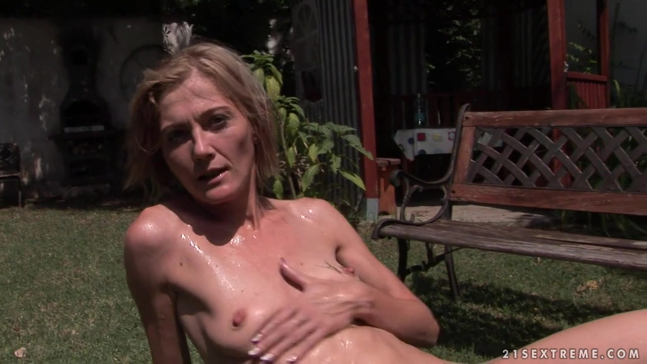 21Sextreme Video: Pee for Petting