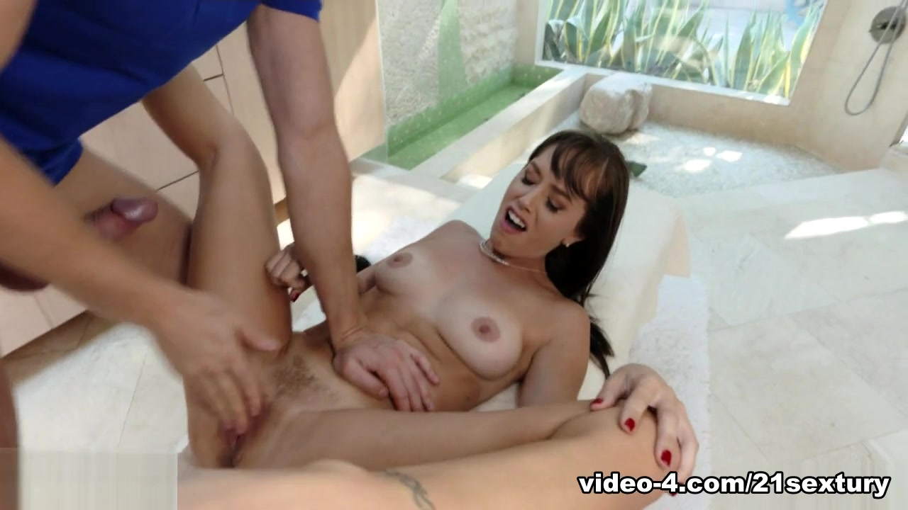 Alana Cruise & Marcus Dupree in Fucking the Stepmom, Scene #01 - 21Sextury