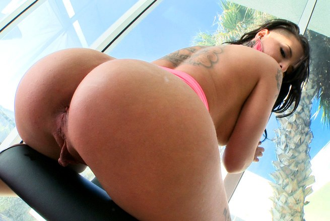 Christy Mack's ass is so big for a white...
