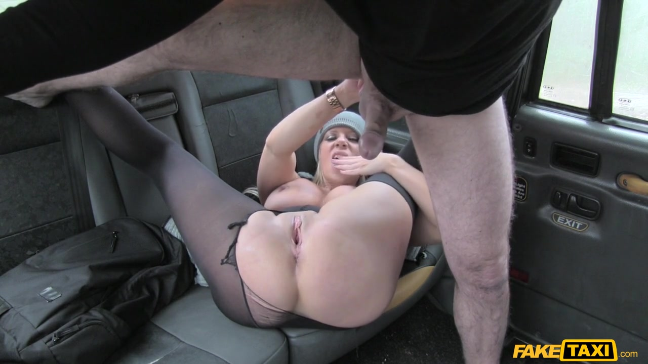 Lady Wants Cock to Keep her Warm - FakeTaxi